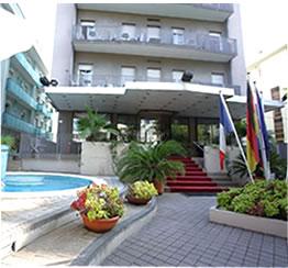 Spiaggia rimini con convenzioni hotel stabilimento for Bagno 78 rimini